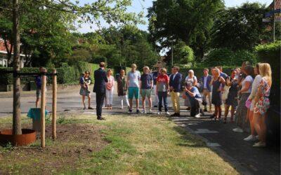 100 jaar Bredius Buurtcadeau: boom De Margreet geplant